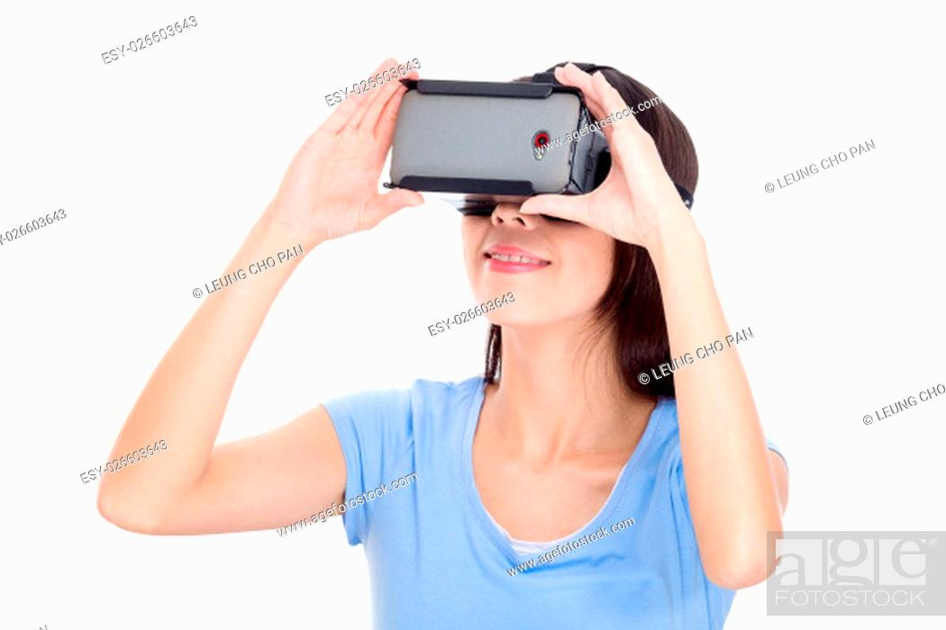 Imagen: Woman experience with virtual reality devicea.