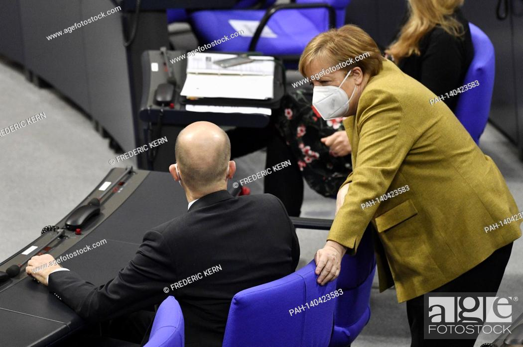 Imagen: Ralph Brinkhaus and Angela Merkel at the 215th session of the German Bundestag in the Reichstag building. Berlin, 04.03.2021 | usage worldwide.