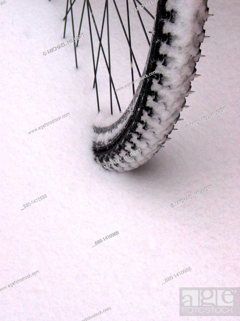 Stock Photo: Snow tyre, fresh snow, Kiel, Germany.