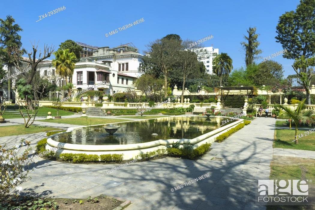 Imagen: Garden of Dreams, Gallery building and pond, Kaiser Mahal Palace, Thamel district, Kathmandu, Nepal.