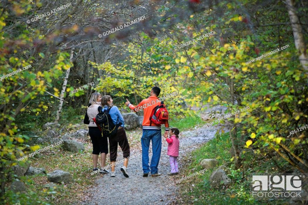 Photo de stock: Camino del agua  Cami de l aigua  Water way  Family hiking Boi - Taull Valley  Alta Ribagorça Region Peripheric area. Aigüestortes i Estany de Sant Maurici.