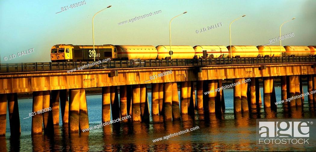 Photo de stock: Bridge over Tinto river, Huelva province, Andalusia, Spain.