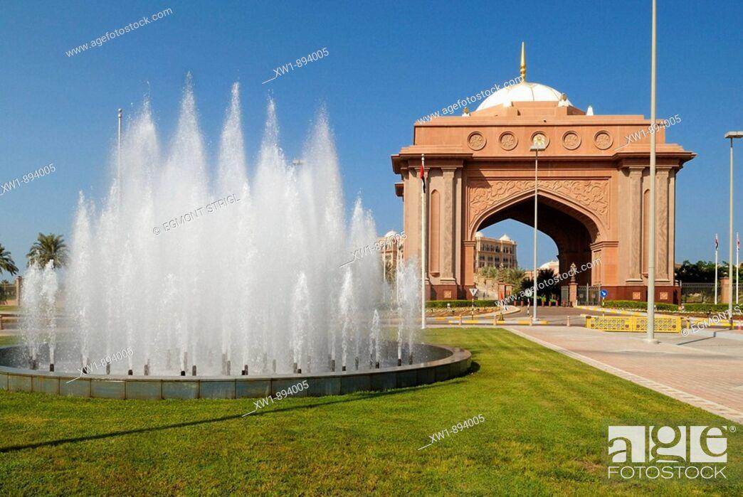 Imagen: entrance gate to the Emirates Palace Hotel, Emirate Abu Dhabi, United Arab Emirates, UAE, Arabien, Middle East, West Asia.