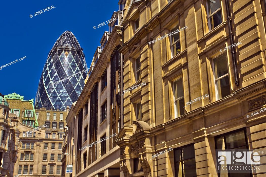 Imagen: 30 St Mary Axe, also known as the Swiss Re Tower or The Gherkin, Norman Foster architect, City of London, London, England, UK, United Kingdom, Europe.