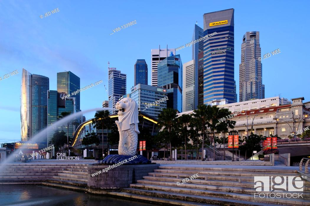 Stock Photo: Singapore skyline and Merlion statue at first light, viewed from Merlion Park, Singapore.