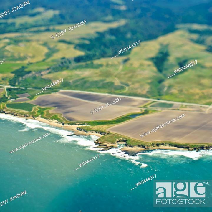 Imagen: Aerial View of a Coastline.