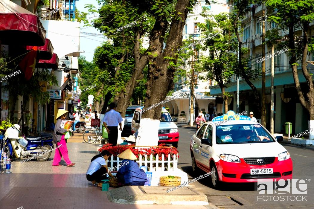 Stock Photo: Vietnam - Ho Chi Minh-City Sa'gon - Duong Dong Khoi Street.