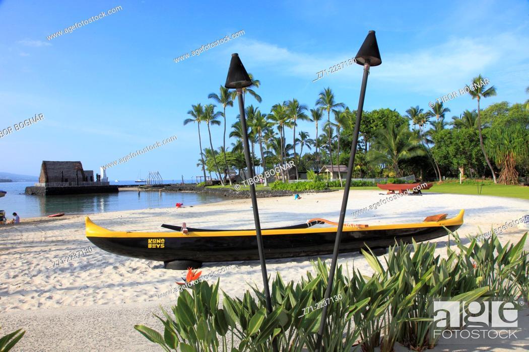 Imagen: Hawaii, Big Island, Kailua-Kona, Kamakahonu Beach, outrigger canoe, .