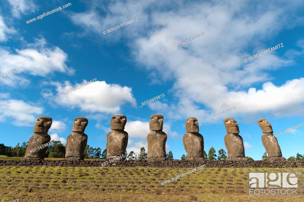 Photo de stock: Ahu Akivi, Rapa Nui, Easter Island, Chile.