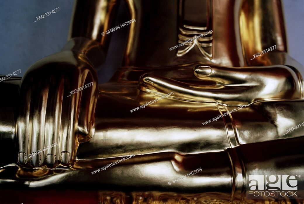 Photo de stock: The Buddha at Wat Mahathat in Bangkok in Thailand in Southeast Asia Far East.