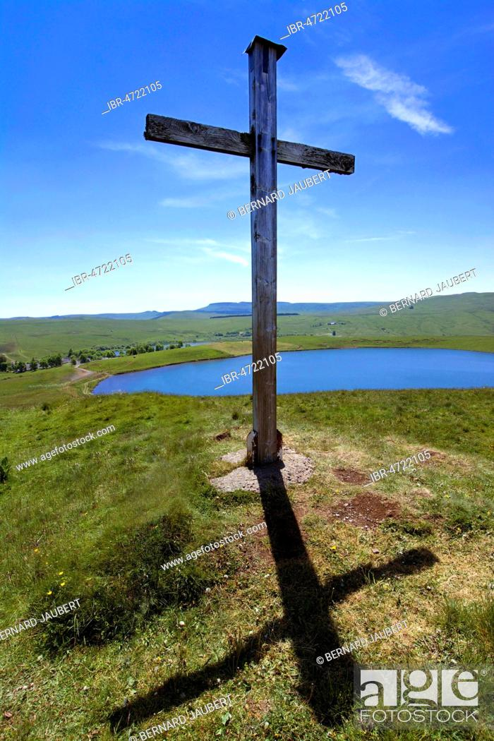 Stock Photo: Wooden cross in the pastures next to Lake of the Godivelle, Puy de dome department, Auvergne, France.