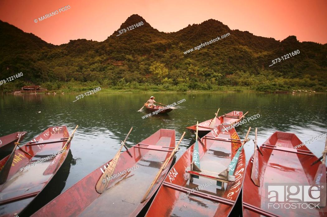 Stock Photo: Boat excursion towards the perfume pagoda. The Perfume Pagoda Chua Huong.