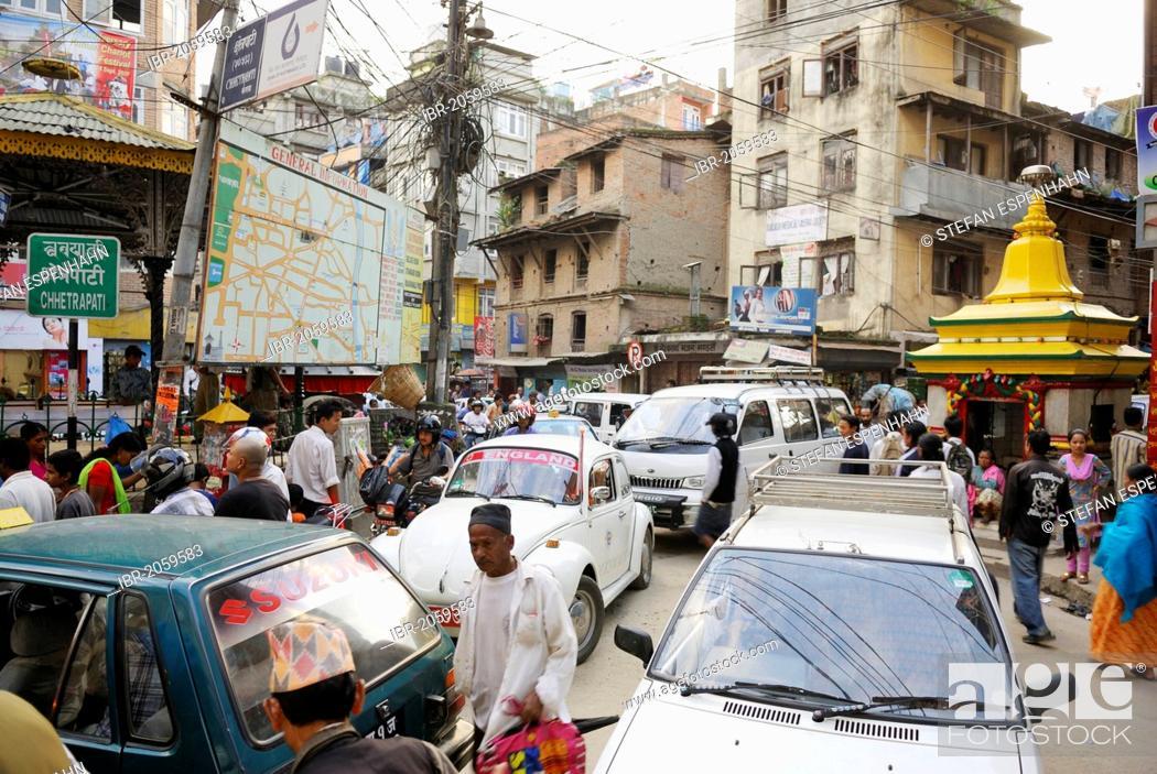 Imagen: Street scene, dense traffic, pedestrians and cars, junction in the Thamel district, Kathmandu, Nepal, Asia.