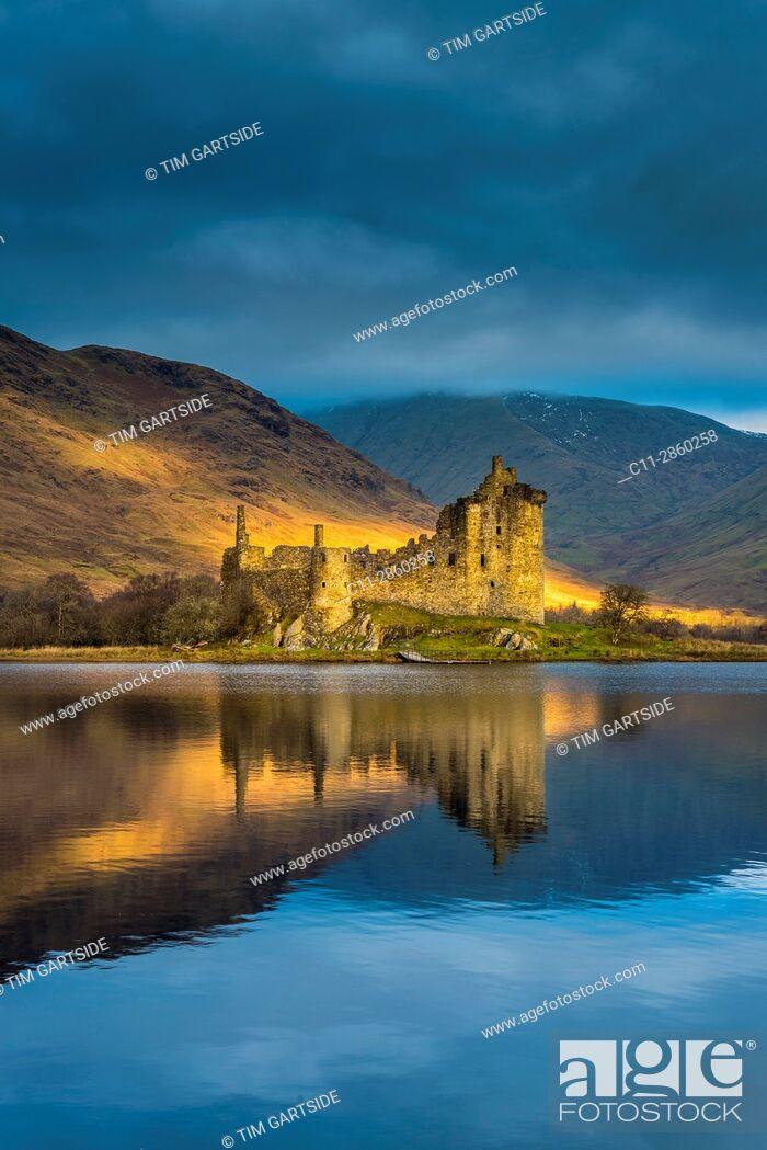 Stock Photo: Kilchurn Castle, Loch Awe, Argyll and Bute, Scotland, uk.
