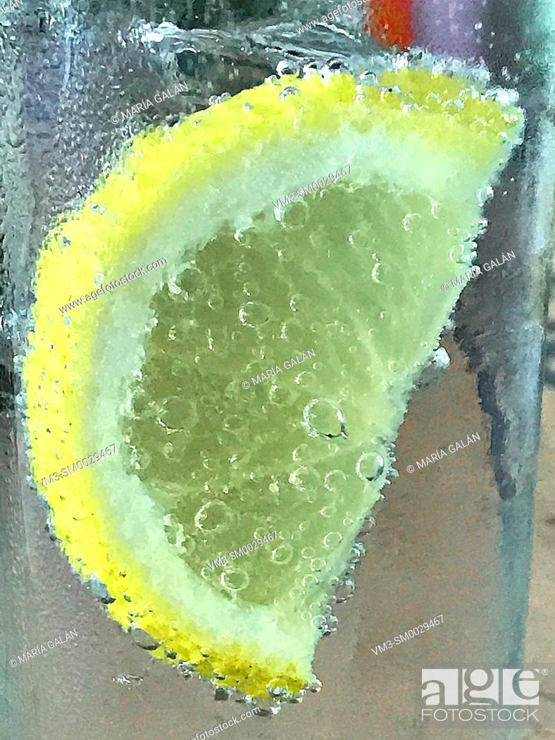 Stock Photo: Slice of lemon floating in sparkling water.