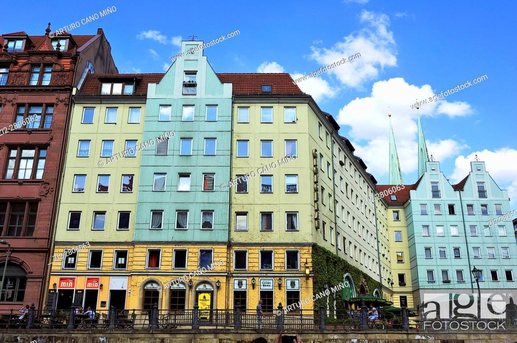 Imagen: The Nikolaiviertel -Nicholas' Quarter-. Berlin, Germany.