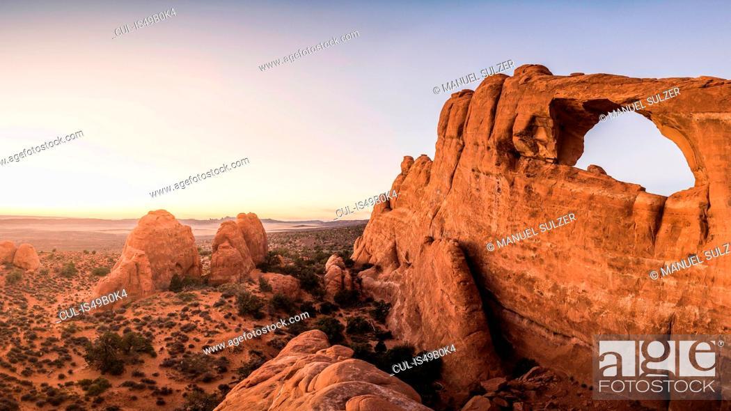 Stock Photo: Skyline Arch, Arches National Park, Moab, Utah, USA.