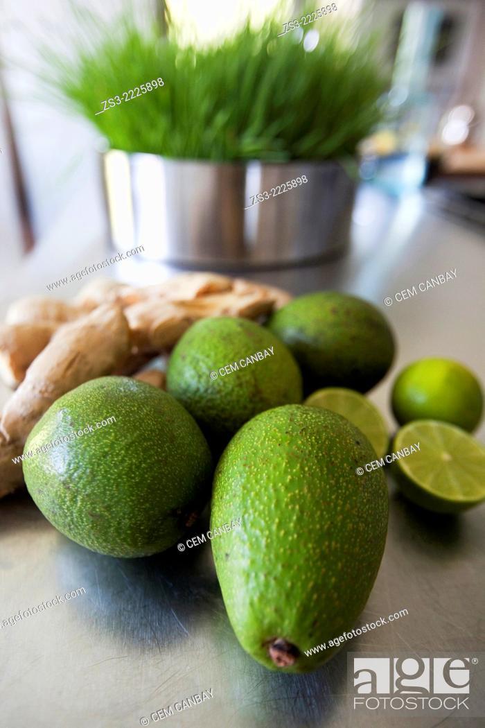 Stock Photo: Close-up shot of avocados and lemons, Bodrum, Mugla, Aegean Sea, Turkish Riviera, Turkey, Europe.
