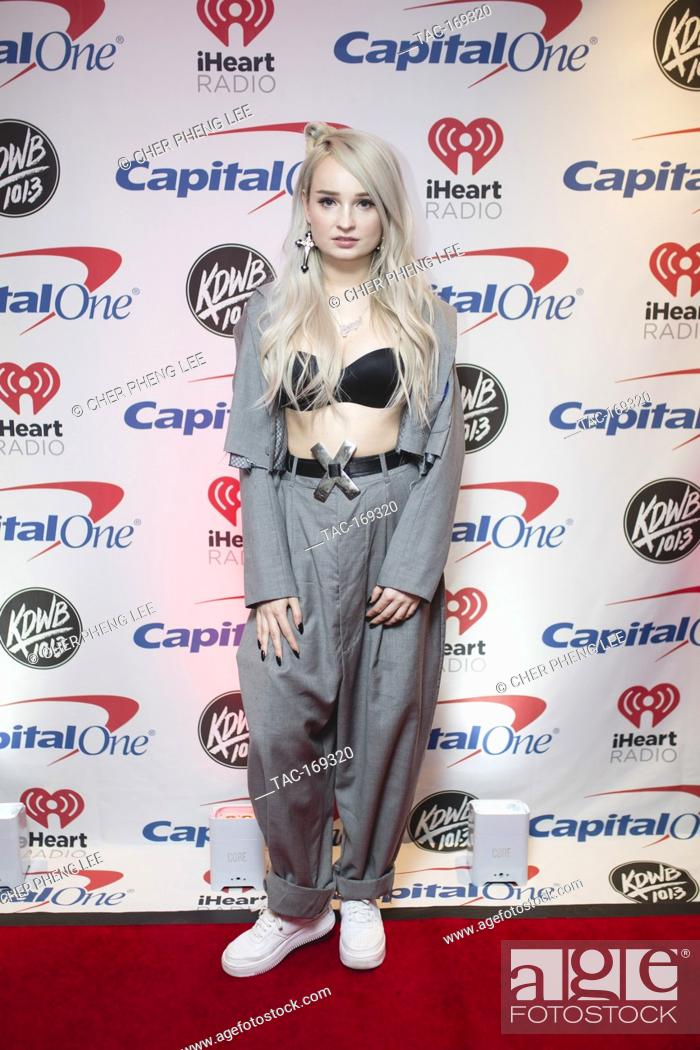 Imagen: Kim Petras backstage on the red carpet at the Xcel Energy Center in Saint Paul, Minnesota.