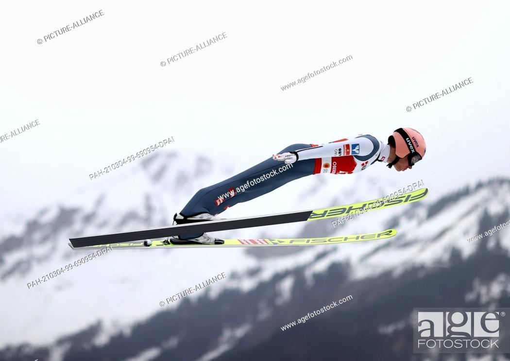 Imagen: 04 March 2021, Bavaria, Oberstdorf: Nordic skiing: World Championships, Ski jumping - large hill, men. Stefan Kraft from Austria in action during the trial.