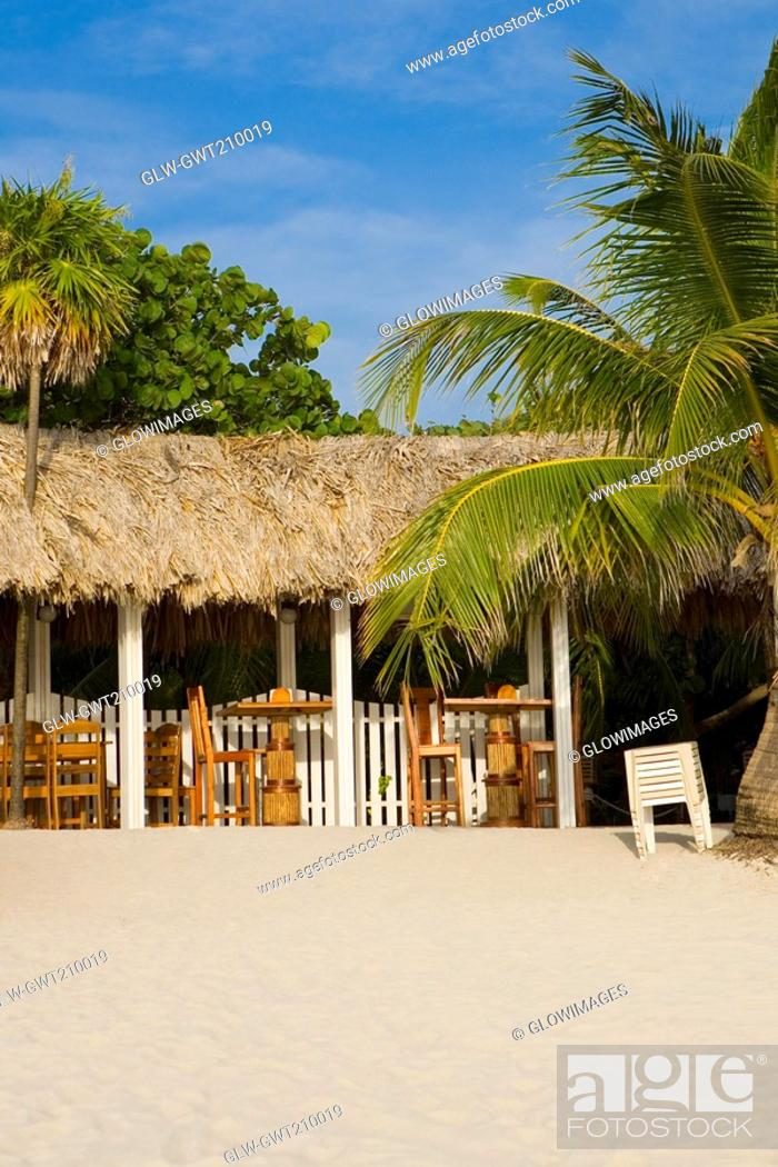 Stock Photo: Thatched roof restaurant on the beach, West Bay Beach, Roatan, Bay Islands, Honduras.