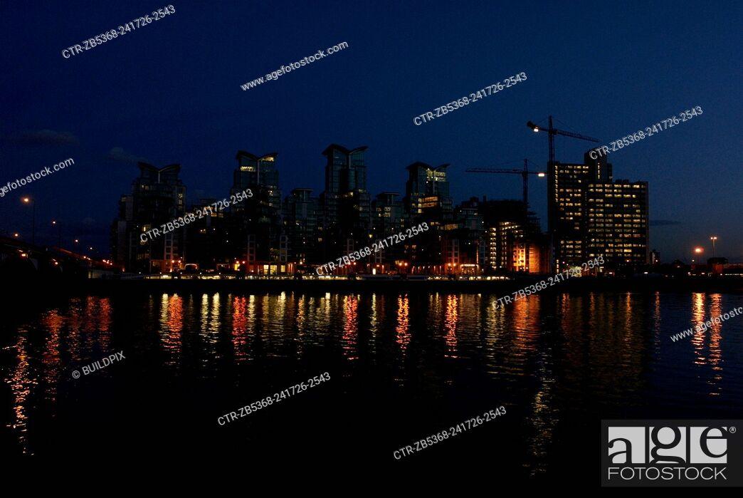 Imagen: St George Wharf at night, Vauxhall Bridge, London.
