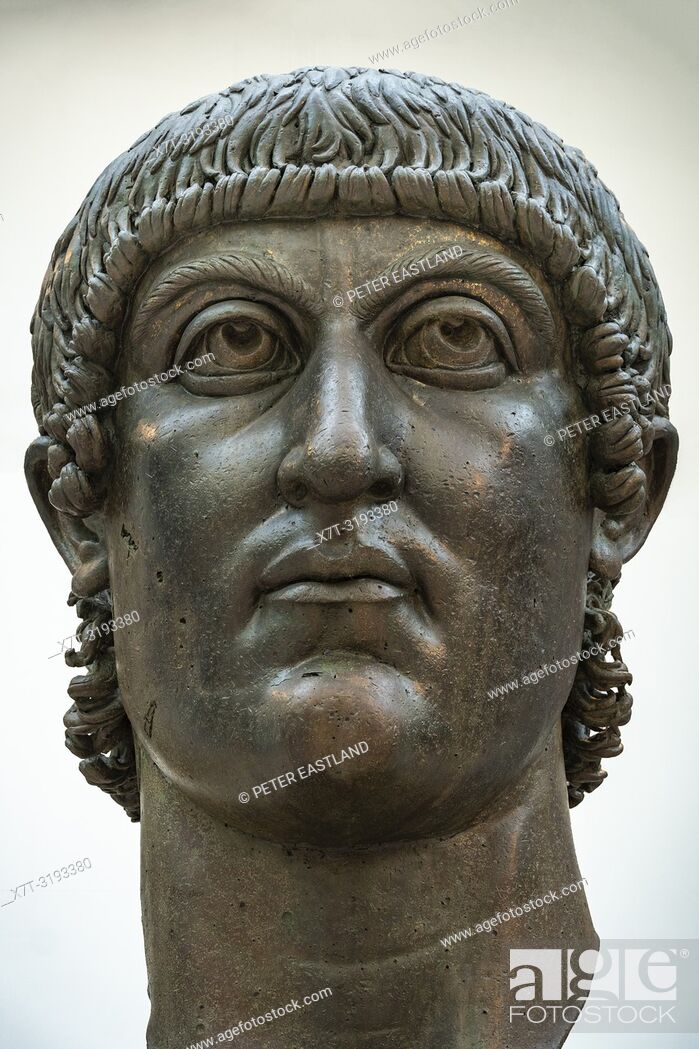 Imagen: The colossal bronze head of Constantine the Great in the Palazzo dei Conservatori, part of the Capitoline Museums, Rome, Italy.