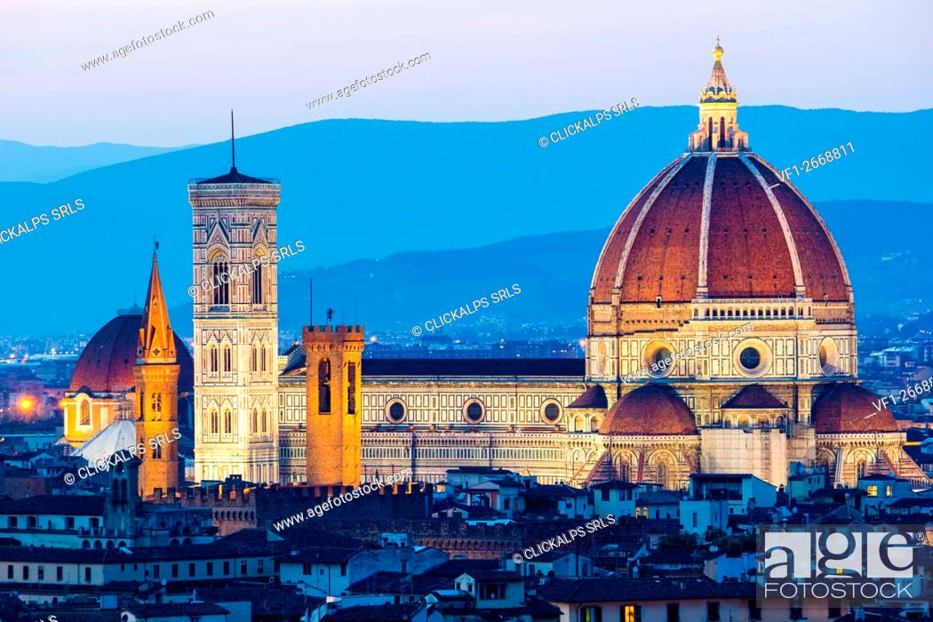 Imagen: Florence, Tuscany, Italy. Cytiscape with the Cathedral and the Brunelleschi Dome, Giotto Tower at sunset, lights on.
