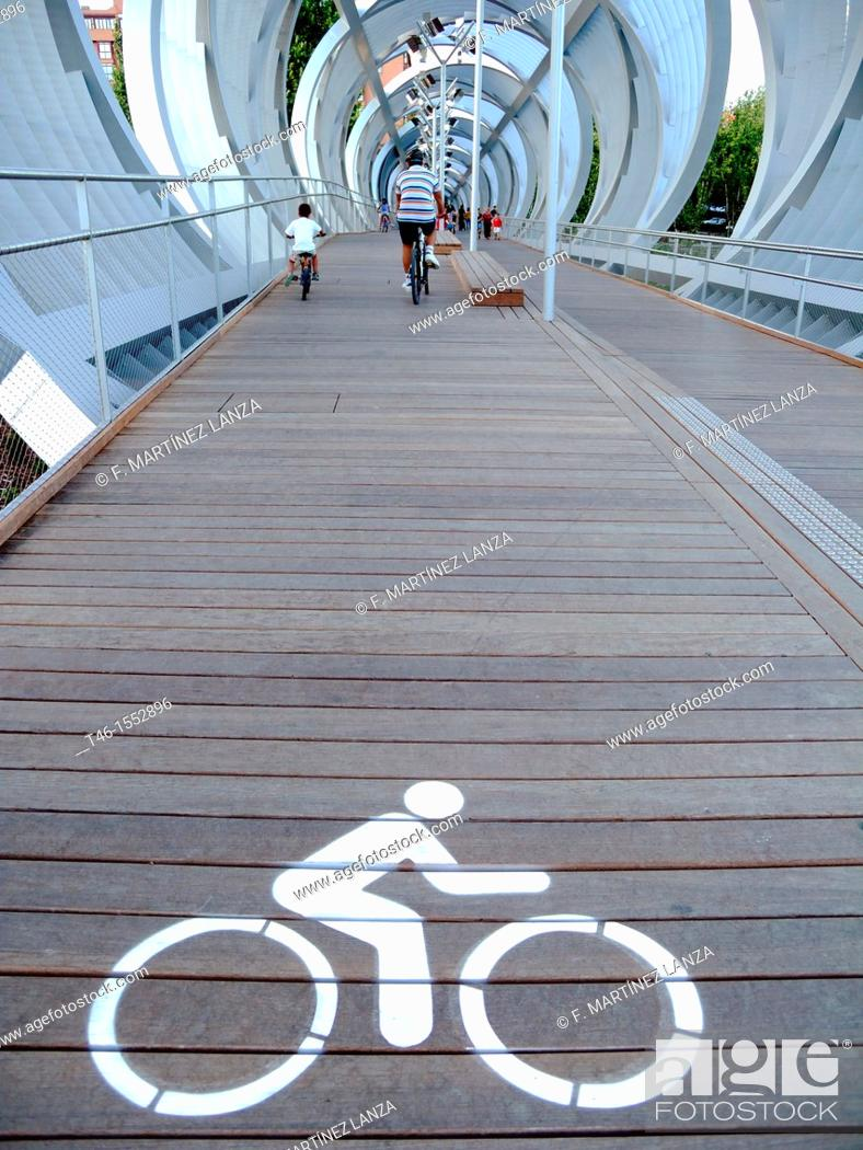 Stock Photo: Signal cycling bridge over the river Manzanares river in Madrid.
