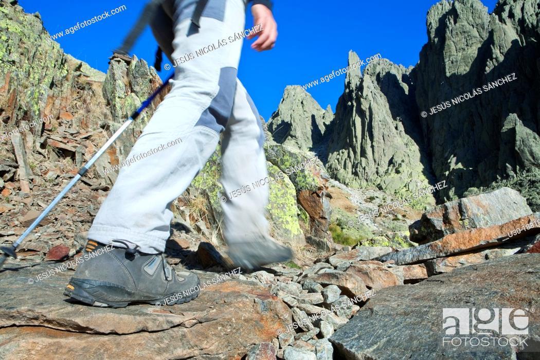 Imagen: Mountaineers walking to Los Galayos, in Sierra de Gredos Regional Park, Ávila  Castilla y León  Spain.