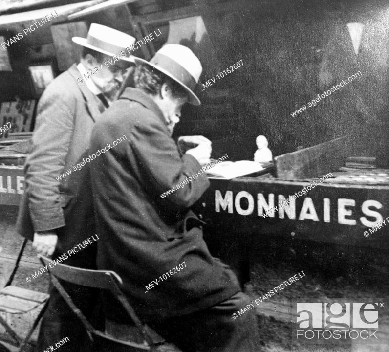 Bureau De Change A French Money Changer In Paris France Stock