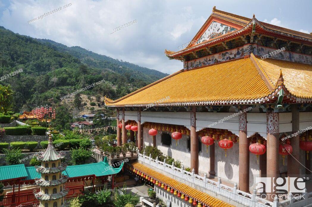 Stock Photo: George Town, Penang (Malaysia): the Kek Lok Si Chinese Temple.
