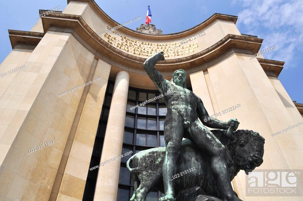 Stock Photo: Paris, France, the Palais de Chaillot, Trocadero.