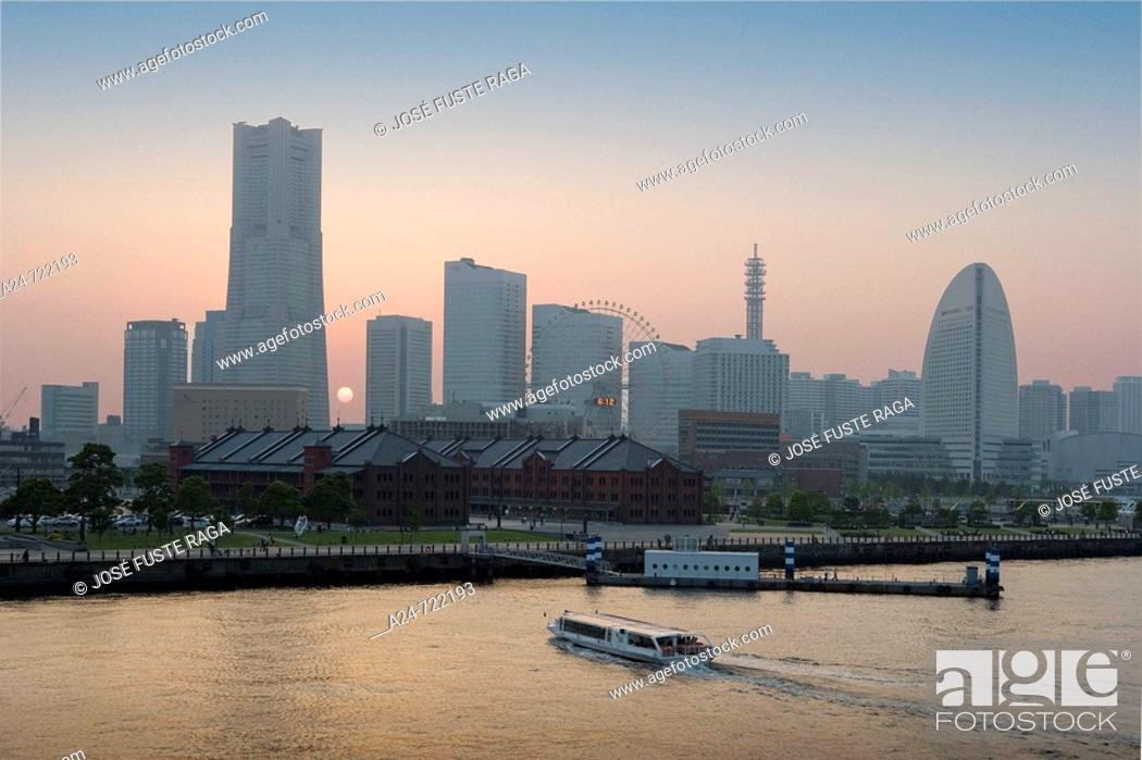 Stock Photo: Japan-April 2008. Yokohama City. Yokohama Skyline. Land Mark Bldg.