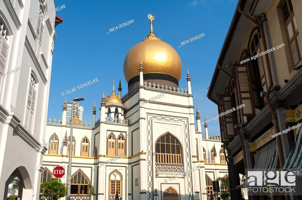 Stock Photo: Singapore, Republic of Singapore, Asia - Exterior view of the Sultan Mosque (Masjid Sultan) in the Muslim Quarter (Kampong Glam) along North Bridge Road.