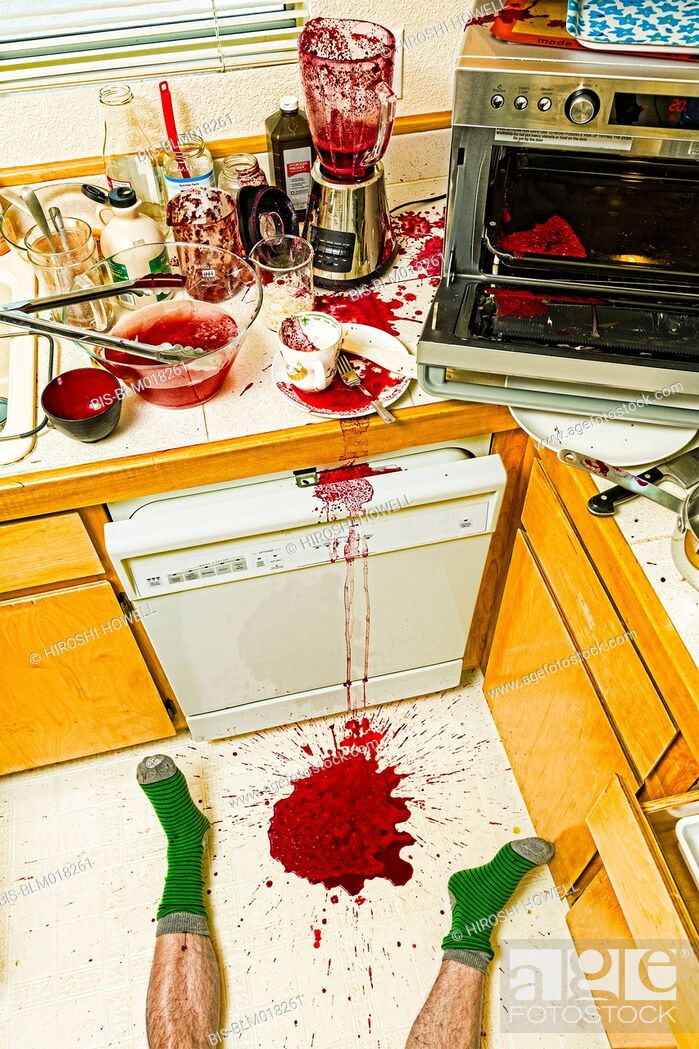 Imagen: Man laying on floor in messy kitchen.