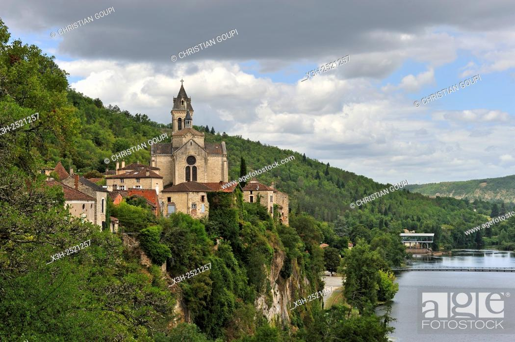 Stock Photo: village of Albas overhanging the Lot River, Lot department, region of Midi-Pyrenees, southwest of France, Europe.