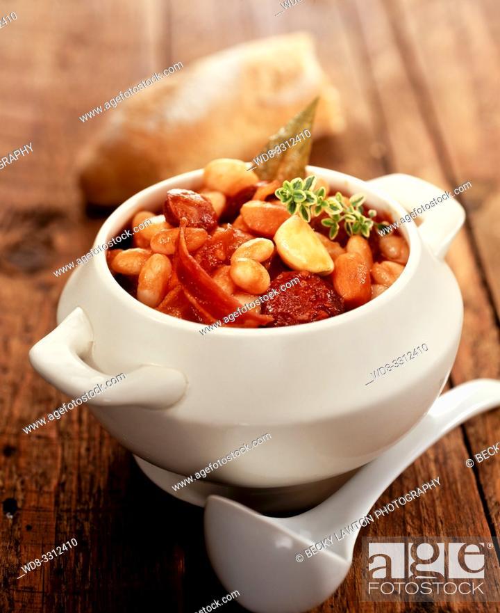 Stock Photo: alubias estofadas con chorizo.