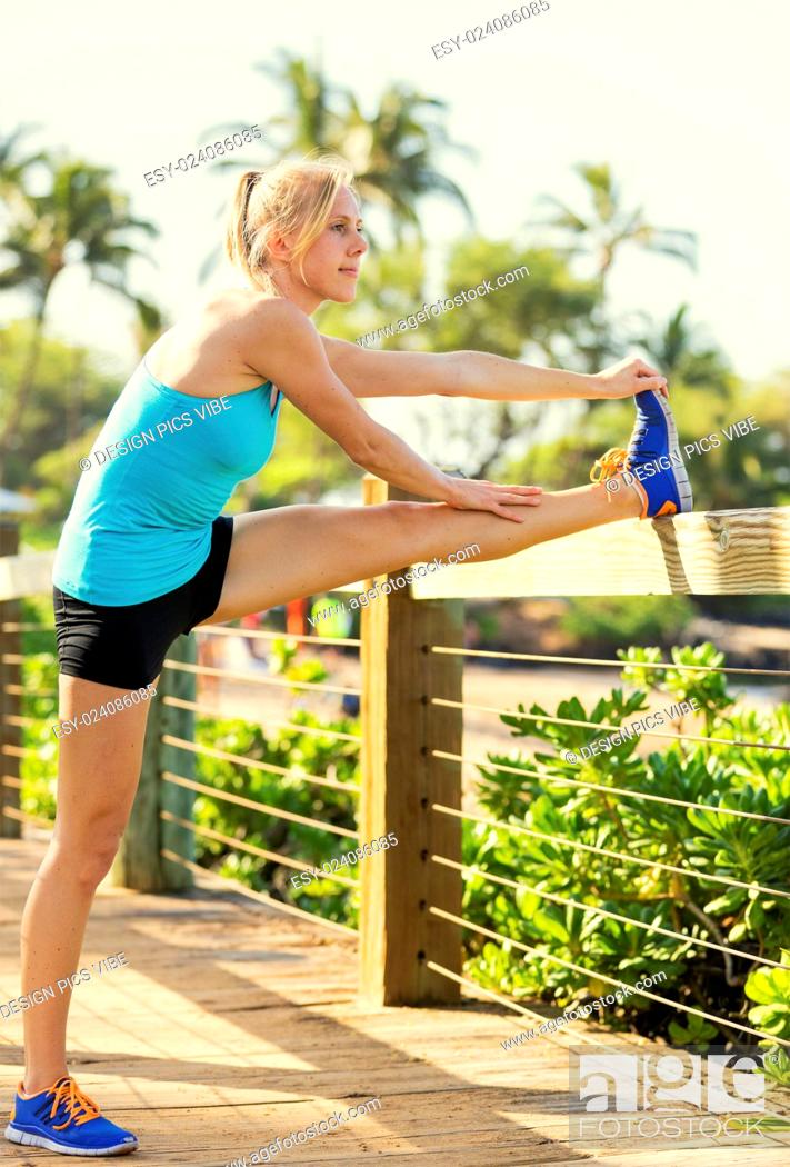 Photo de stock: Attractive fit young woman stretching before exercise workout, Healthy lifestyle sports fitness concept.