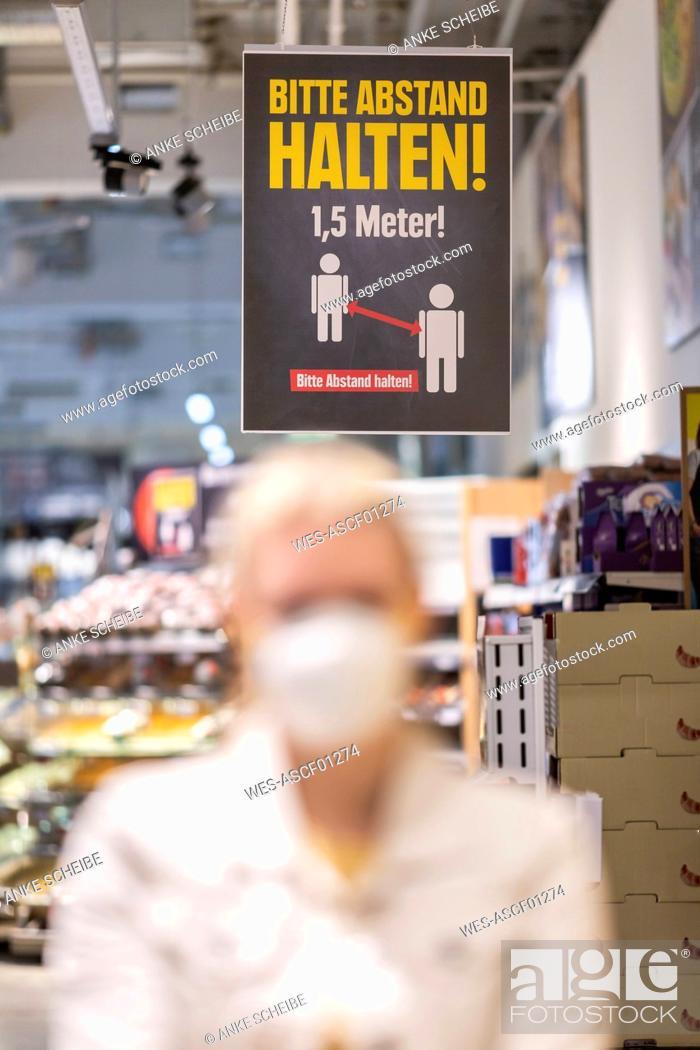 Stock Photo: Indicating label at supermarket.