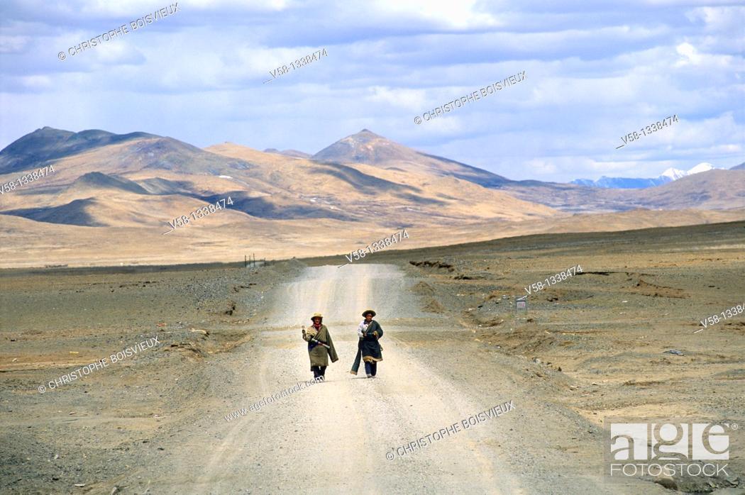 Stock Photo: PILGRIMS ON THEIR WAY TO MOUNT KAILASH, RAGA, NGARI PROVINCE, TIBET.