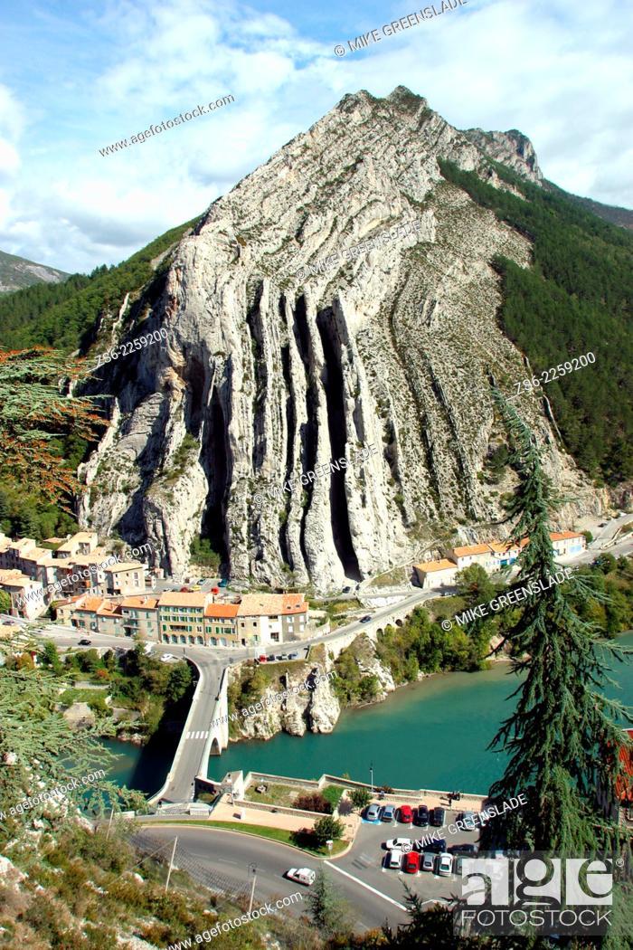 Imagen: Montagne de la Baume, from Sisteron Provence, France.