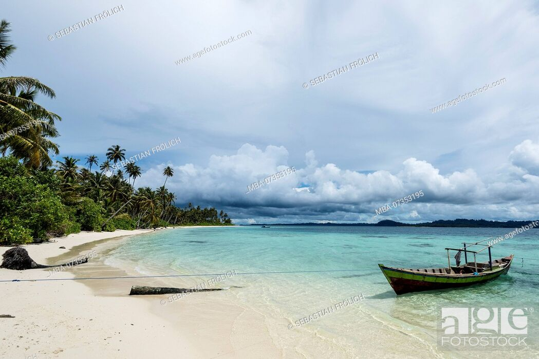 Stock Photo: Palm beach on a banyak island with sandy beach and turquoise waters.