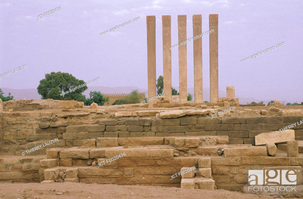 Stock Photo: Yemen, Marib, temple of the Moon.