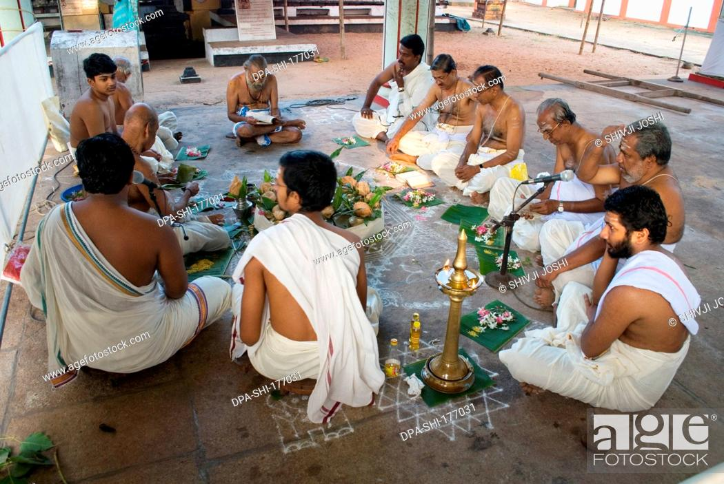 priests performing religious ritual in shiv temple alleppey kerala india nomr stock photo picture and rights managed image pic dpa shi 177031 agefotostock https www agefotostock com age en stock images rights managed dpa shi 177031