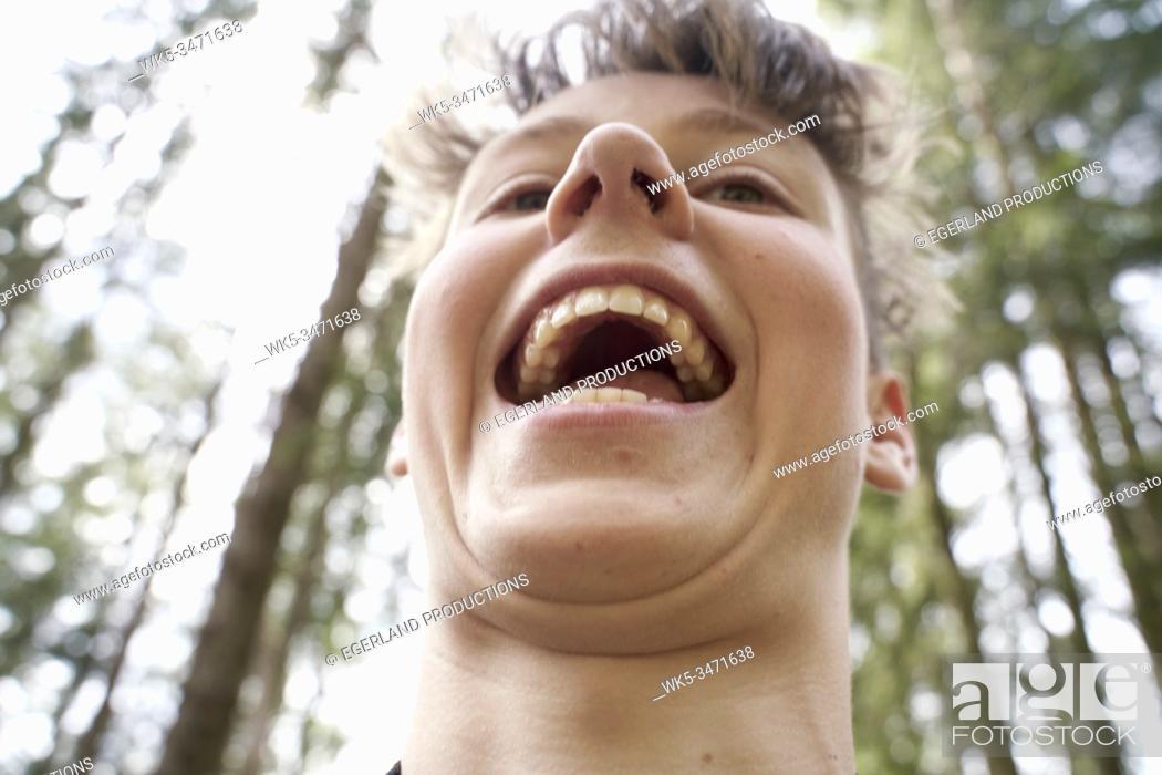 Imagen: Close-up portrait of young boy in forest. Bad Tölz, Upper bavaria, Germany.