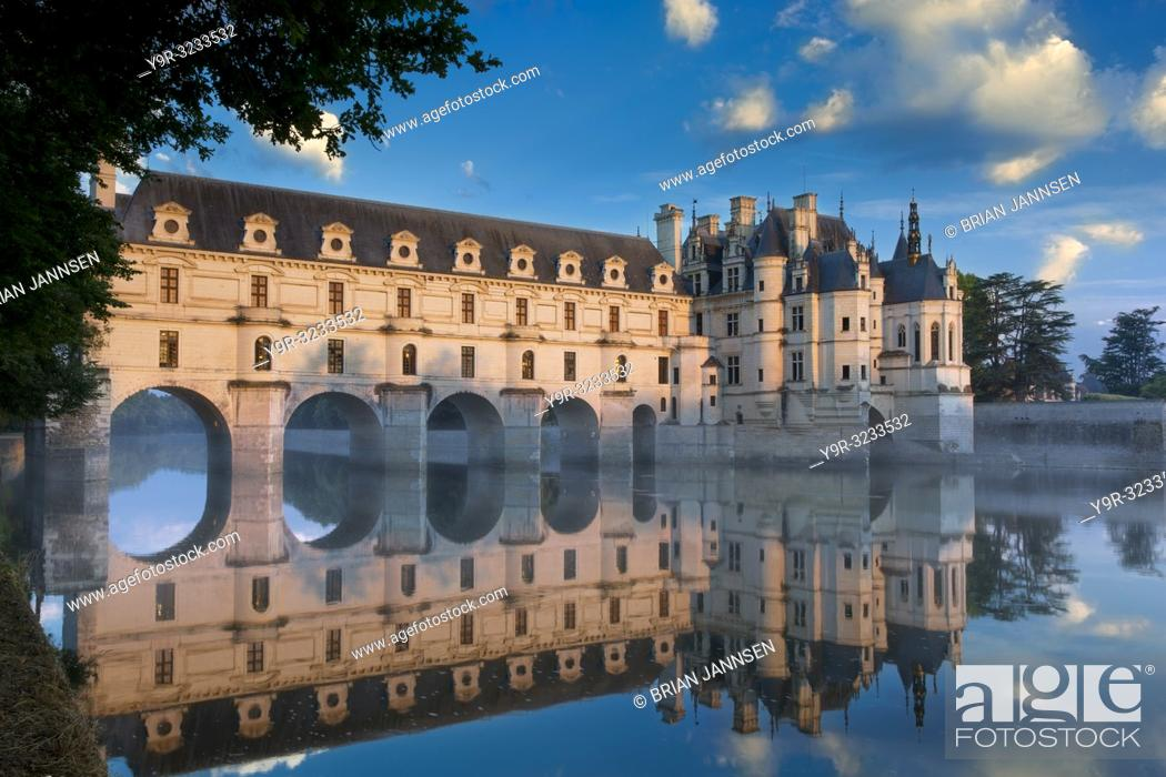 Stock Photo: First light of morning on Chateau Chenonceau, Indre-et-Loire, Centre, France.