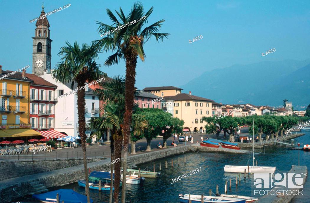 Imagen: Boats in the harbour of Ascona Lago Maggiore Ticino Switzerland.