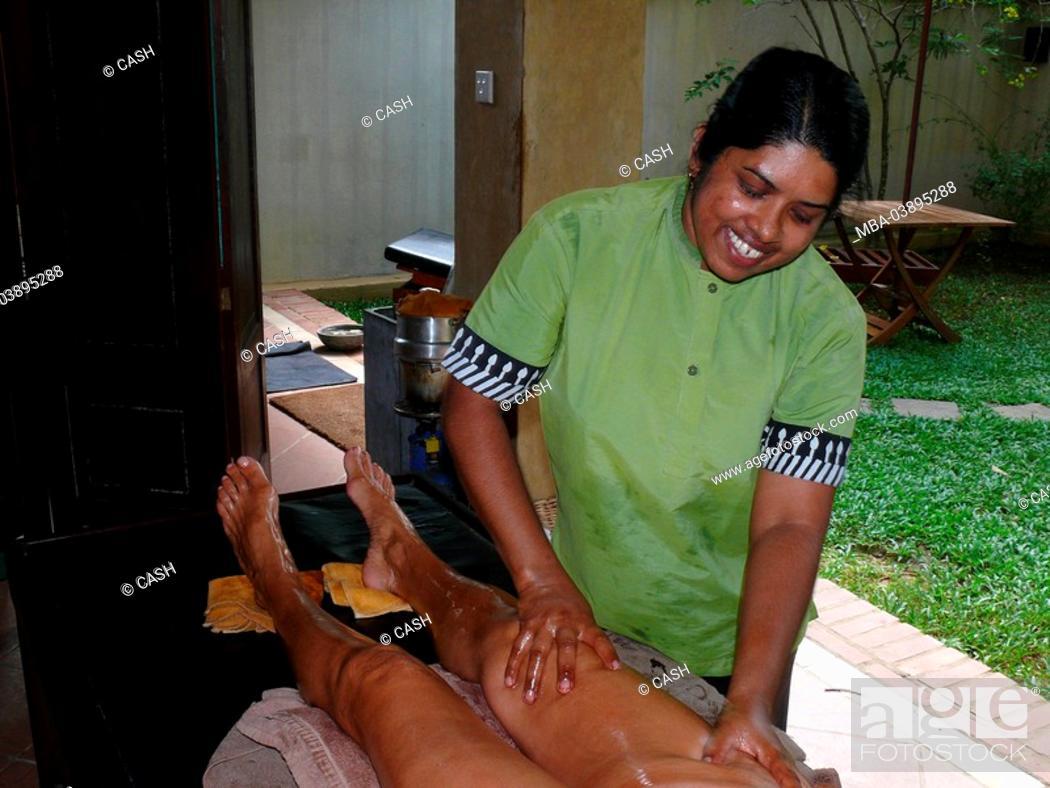 Stock Photo: Sri Lanka, Ayurveda, employees, woman, legs, massages, detail, people, men, tourist, women-legs, oil, aroma-oil, massages in, nature healing, medicine, cure.