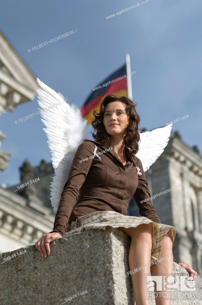 Imagen: Woman with angel wings at the Reichstag, Berlin, Germany.